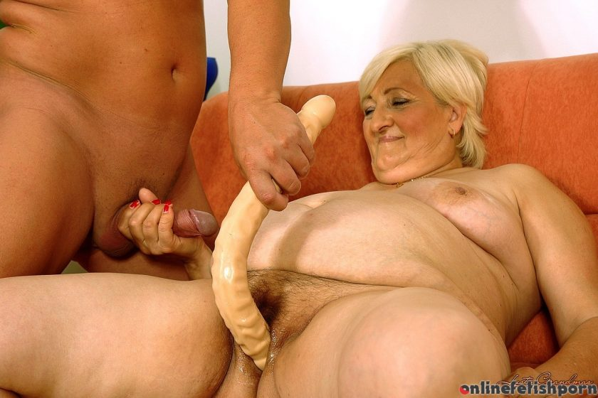 21sextreme.com – Old but horny Cecilia 2006 Amateur