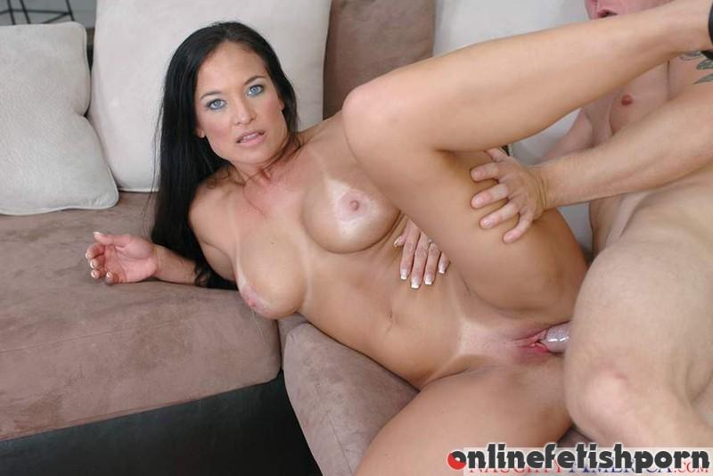 Myfriendshotmom.com – Angel Caliente & Jeremey Holmes Angel Caliente & Jeremey Holmes 2006 Big Fake Tits