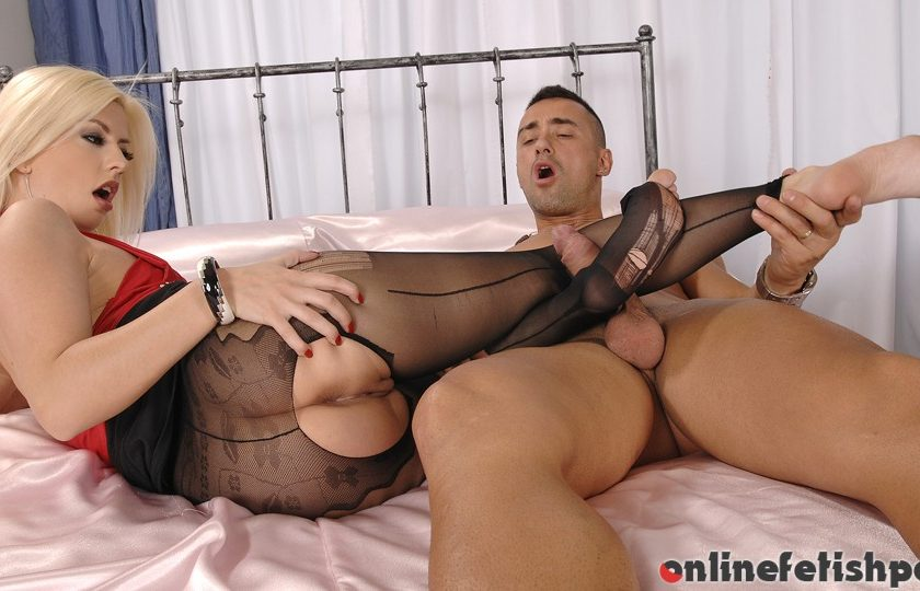Hotlegsandfeet.com – Foot-Jobbing the BellBoy! Jessie Volt 2012 Bedroom
