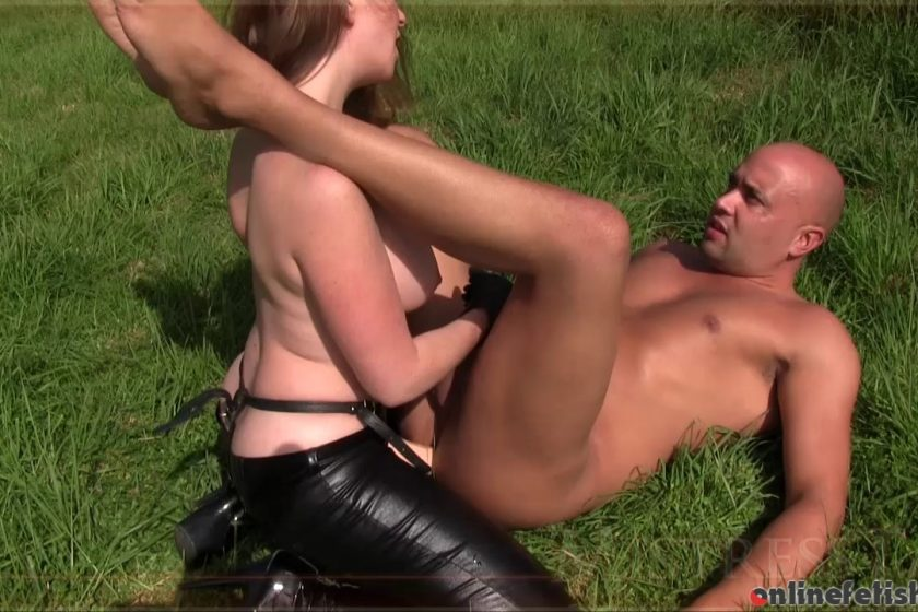 Mistresst.com – Outdoor Strap-on  2015 PUBLIC NUDITY