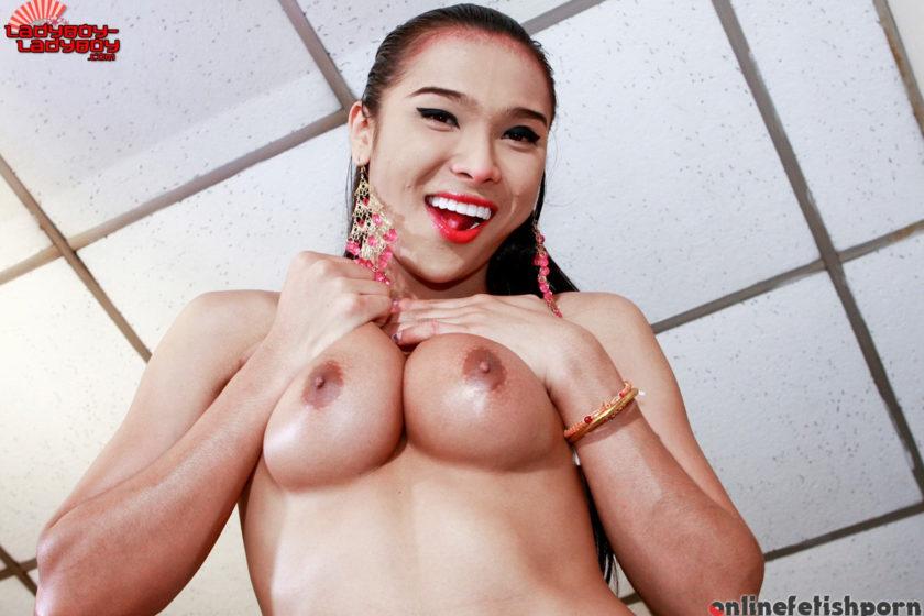 Ladyboyladyboy.com – Fanta Spreads Her Sexy Ass! Fanta 2010 Transsexual